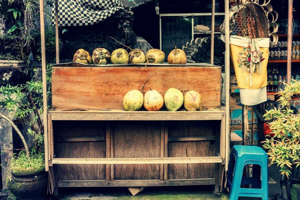 noix de coco background les Hameaux Bio